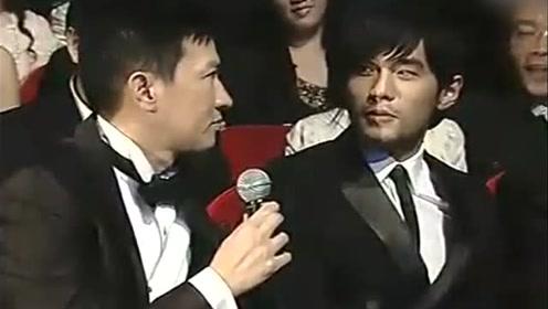 渣渣辉和周杰伦比普通话,哈哈哈哈哈,确认过眼神你还是讲广东话吧
