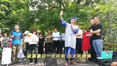 大叔扮许仙西湖边唱《广东爱情故事》厉害了我的叔
