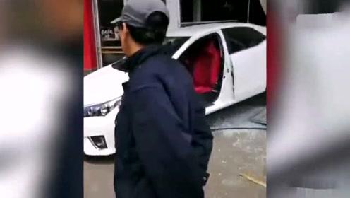 女司机倒车冲进肯德基 为防拍摄拿毛巾挡车牌