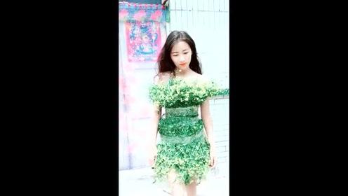 美女用草编制裙子,穿上后简直是美的惊人