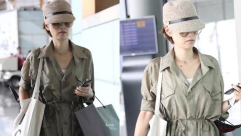 马伊琍现身机场婚戒抢镜,走路不停玩手机是和文章调情?