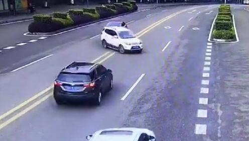 为什么要让速不让道?这下黑车至少主要责任