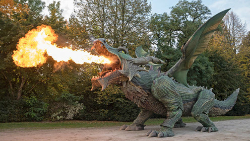 会喷火的机械恐龙,高5米,被击中还会流血,破吉尼斯世界记录