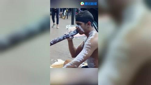 悉尼街头原住民艺人施展十八般武艺