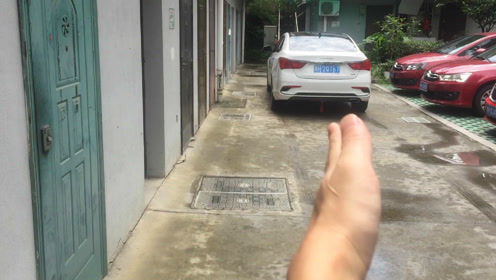 路面狭窄车位狭小,如何倒车入库?掌握这个方法新手秒变老司机