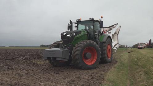 517马力芬特拖拉机耕深1米土壤,网友:驾驶员你脖子还好吗?