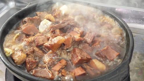 30元的牛肉砂锅,一斤肉配米饭,2个人吃撑肚皮!青岛小店人爆满