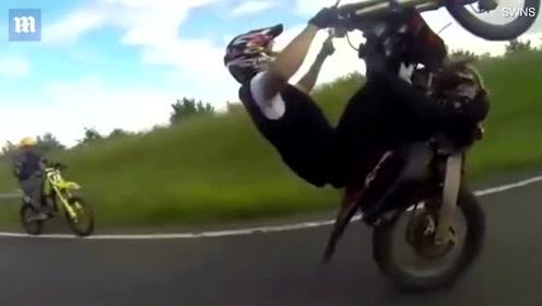 英国男子驾驶摩托时速200公里多次炫技闯红灯 被判入狱21个月