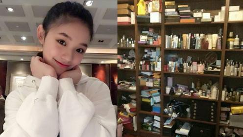 林允家一整面墙都堆满了化妆品 网友:这才是女星的真实生活!