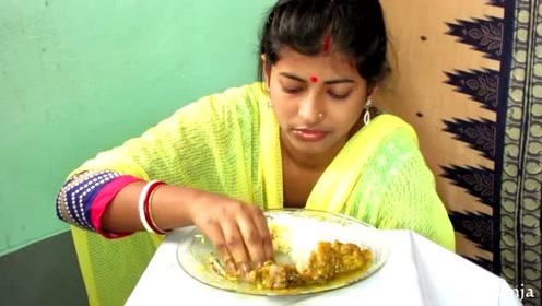 印度姑娘直播吃咖喱鸡肉饭,看她吃的真香