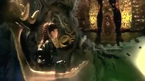 美女用奥特曼的影子制作了一个黑暗奥特曼,这个美女会是怪兽吗?