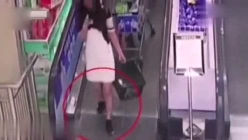 生死攸关之际,女孩也不愿脱下鞋子,差点害了其他人陪葬!
