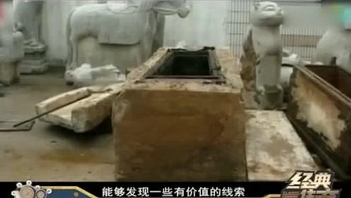 施工队挖出千年巨棺,专家撬开拔腿就跑,墓主新鲜无比像睡着一样