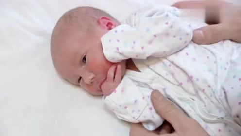 小宝宝吃手指,这小模样真可爱