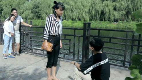 美女狠揍求婚男友,爆笑!