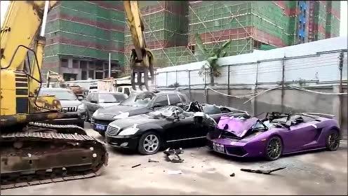 没收报废车辆现场销毁,豪车云集啊!
