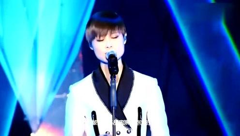 李宇春现场演唱一首《神回复》倾情演绎歌曲,太动听了!