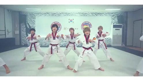 一群中学跆拳道班,老师太有才了,跆拳道结合舞蹈Bboom,你愿意学吗