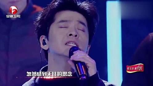 李健现场演唱歌曲《有没有人告诉你》,深情嗓音让人沉醉