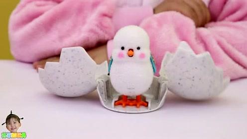 《苏菲娅玩具》第二个惊喜蛋孵出了什么颜色的玩具小鸡呢?