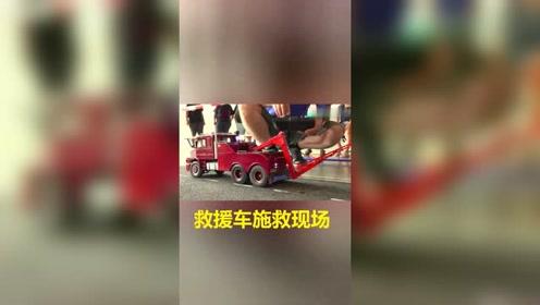 卡车发生故障,救援车前来施救—RC模型