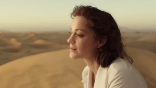 不敢相信,妹子身后的沙漠居然是假的,佩服国外的特效制作