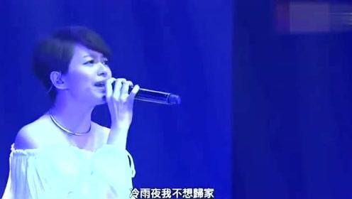 早期黄家驹现场演唱《玻璃箱》及梁咏琪演绎《冷雨夜》
