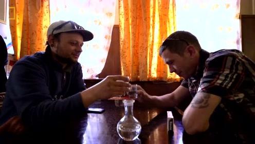 以俄罗斯人的方式喝伏特加