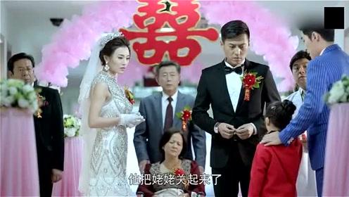 男子挡不住美女诱惑离了婚,不料她竟是个骗子,婚礼现场气死母亲!