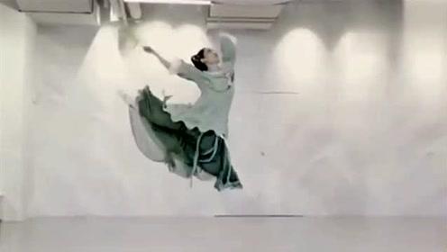 延禧攻略插曲《宫墙柳》古典舞,舞姿似乎带了点淡淡的