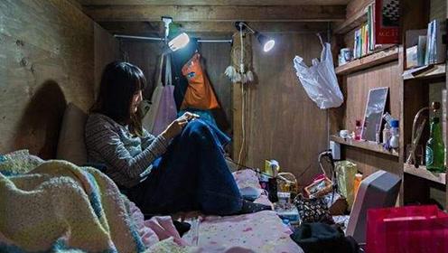 香港棺材房见过吗?只能放单人床进屋得躺着