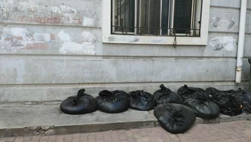 化粪池垃圾堆居民区