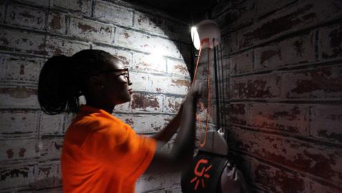英国牛人发明不用电的灯,挂个沙袋就能亮,能用50年!