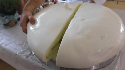 意大利最大的奶酪球,卖到中国一公斤竟要100美元,网友:吃不起!