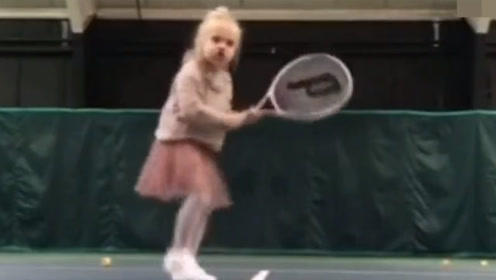 国外小宝宝打网球 好可爱呀!小碎步动起来