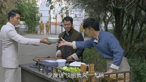 汉奸买米线:把料给我放足了!不料特工放了炸弹进去,网友:这下够了吧!