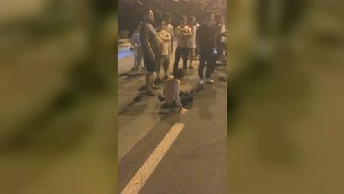 男子醉酒驾车到处乱撞 声称自己有的是钱