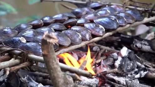 最穷泰国吃播,直播吃80个巨型蛤蜊,掰开后,网友大叫:快扔掉