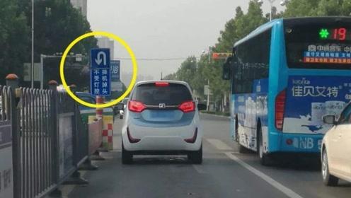 想在路口掉头,却发现左转是红灯,交警:正确的做法是这样的