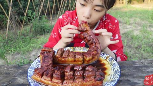 江湖盘龙红烧肉,女侠1人啃2根,大口吃肉,看着好过瘾