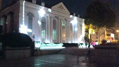 合肥和平广场夜晚灯光秀,可惜全部被广场舞占领了,人山人海