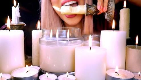 美女点燃一桌蜡烛,刚感受到温馨,竟大口吃起来!
