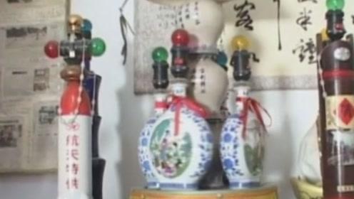 变废为宝!河北八旬老人将空酒瓶打造成台灯,造型种类繁多