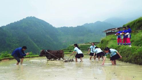 """扶贫书记""""不务正业""""每天带7个姑娘拍视频,一年后却带全村脱贫"""