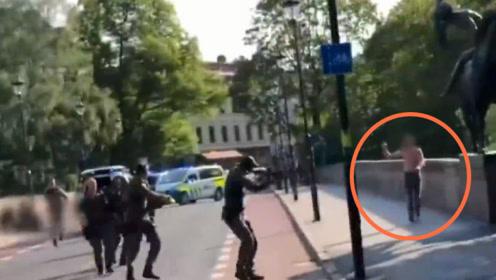 国外男子砍人后拒捕,结果被警察一枪毙命,路人拍下事发全程