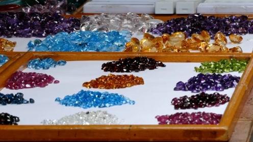世界上最宝气的街:明明是名贵的宝石,泰国人卖出菜市场的感觉