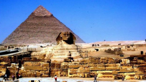 为什么金字塔会禁止游客攀爬呢?外国男子冒险告诉你真相