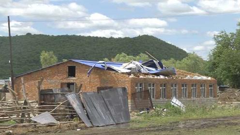 百年一遇!龙卷风夹冰雹袭击黑河,村民房盖被掀飞