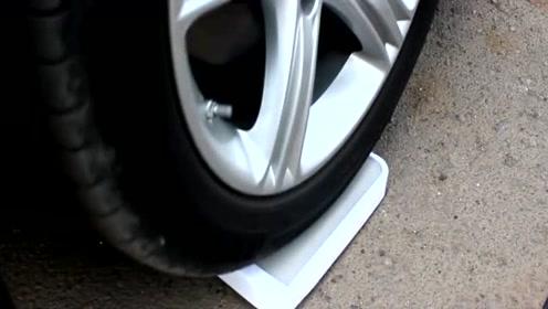 用电子秤给汽车称重,但是这个读数我真的看不懂了