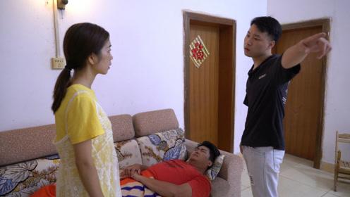 妻子给残疾丈夫吃捡来的馒头,没想被弟弟撞见,让人心酸和感动